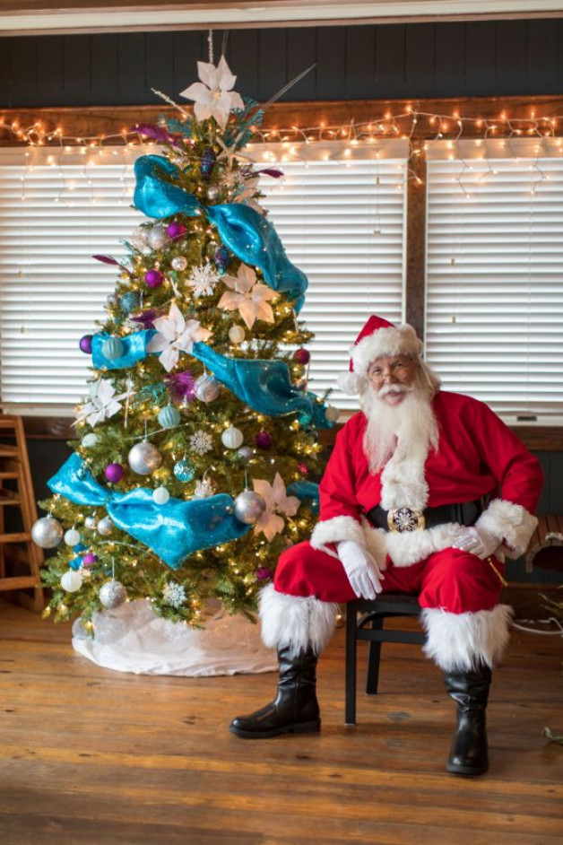 Santa is Coming to Blue Water & Kids Eat Free!